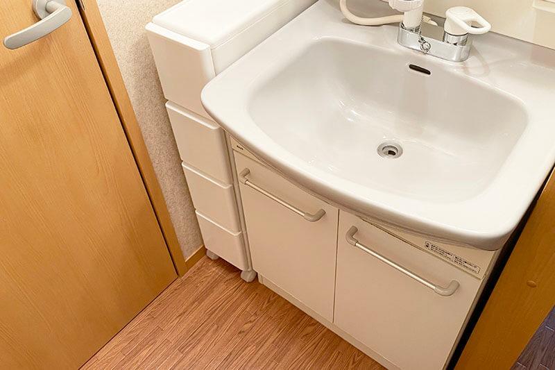 ミニマリストの洗面台収納